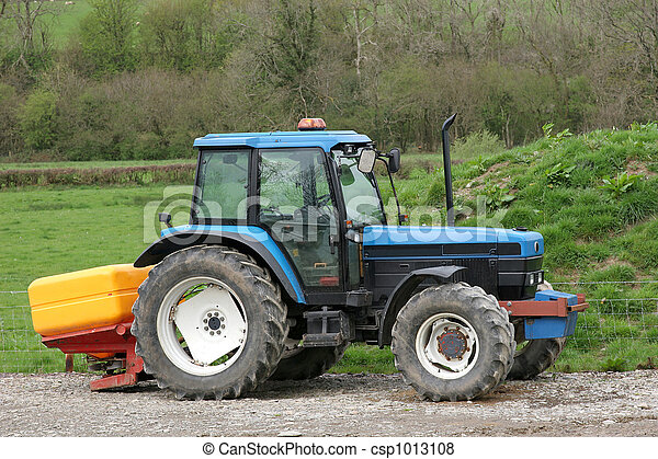 Tractor and Fertiliser Spreader - csp1013108