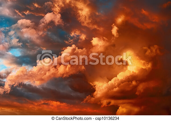 Very dramatic sunset cloudscape - csp10136234