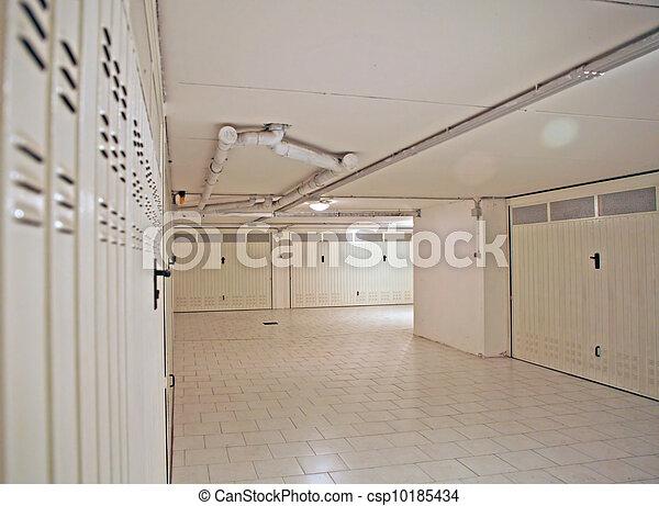 Archivi fotografici di nterior grande garage condominio - Garage sotterraneo ...
