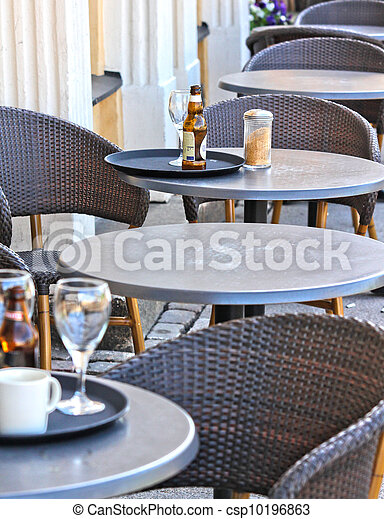 Restaurant outdoors, beer bottle on table, nobody around - csp10196863