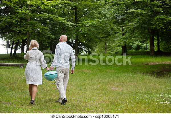 Couple Walking With Portable Barbecue - csp10205171