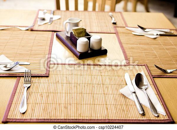 stock fotografie von gabel messer l ffel matte serviette tisch csp10224407 suchen sie. Black Bedroom Furniture Sets. Home Design Ideas