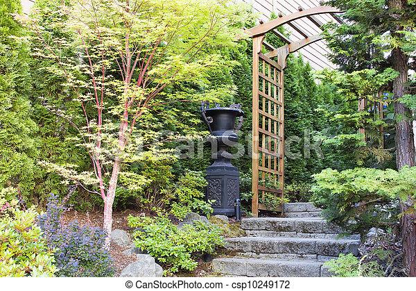 Plaatje van tuin ingang prieel steen stappen urn pot bomen csp10249172 zoek naar stock - Prieel ijzer ...