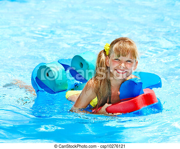 Photo de enfants natation piscine enfant brassards for Brassards piscine