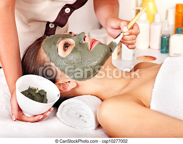 Clay facial mask in beauty spa. - csp10277002