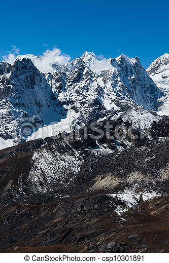 Mountain range viewed from Renjo pass in Himalaya - csp10301891
