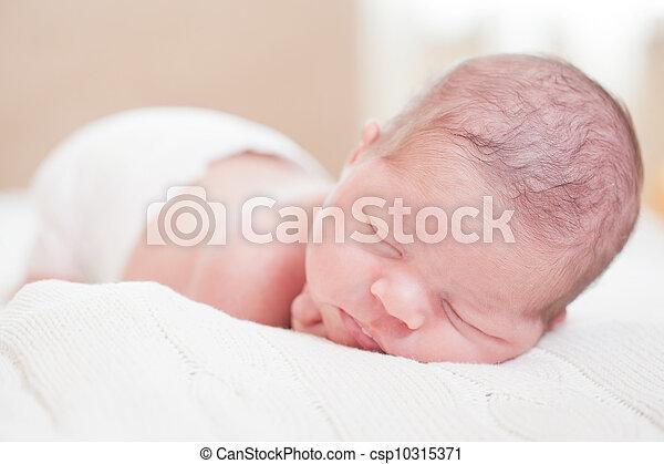 Photo fortnight nouveau n b b couche sommeils mensonge estomac image images photo - Couche huggies nouveau ne ...
