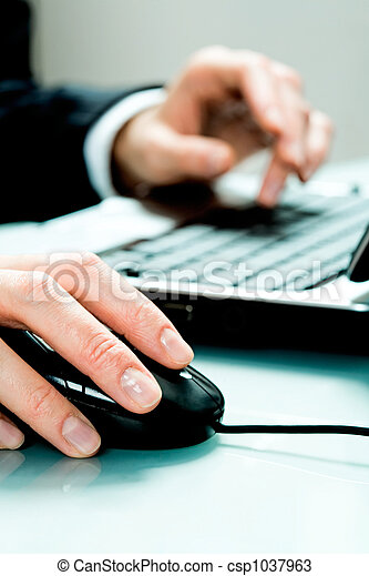 Hand with mouse  - csp1037963