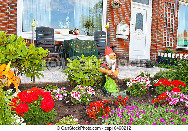 Stock de fotos peque o jard n frente holand s casa for Jardin pequeno frente casa