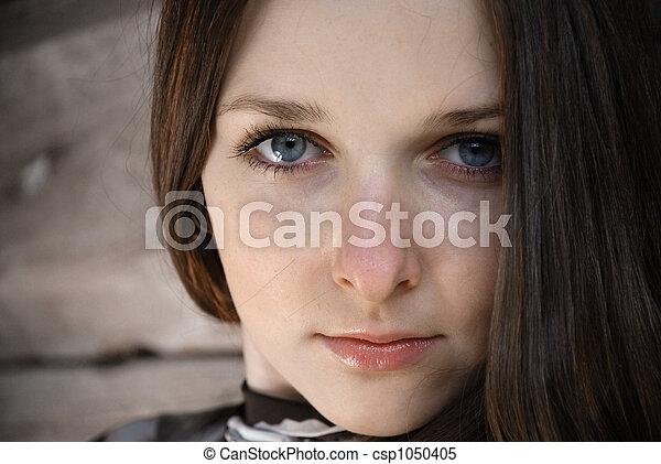 Grey scrutiny of teenage girl, close-up - csp1050405