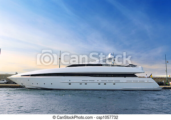 Luxury yacht - csp1057732