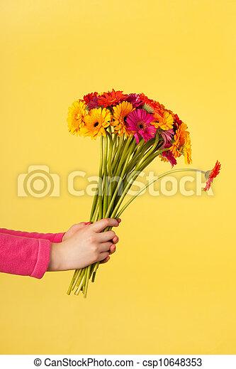 Bouquet Gerber on yellow
