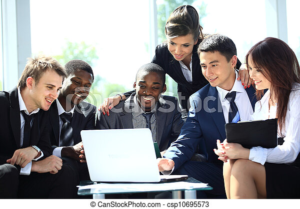 trabalhando, negócio, escritório, modernos, equipe, Feliz - csp10695573