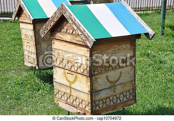 image de maison abeilles maison pour les abeilles csp10704972 recherchez des. Black Bedroom Furniture Sets. Home Design Ideas