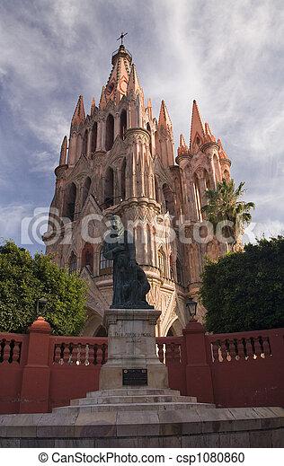 miguel,  San, 雕像, 教堂 - csp1080860
