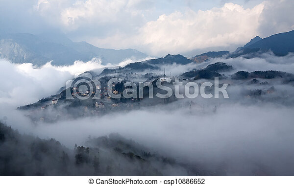 Sapa in the mist (Lao Cai, Vietnam) - csp10886652