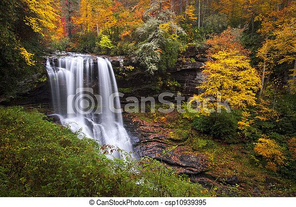seco, azul, Tierras altas, caballete, montañas,  Nc, bajas, otoño, bosque, follaje, cascadas, cañón, otoño,  cullasaja - csp10939395