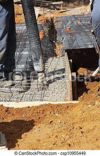 stock foto von gie en bereit mischling zement grundlagen arbeiter csp10955449 suchen. Black Bedroom Furniture Sets. Home Design Ideas