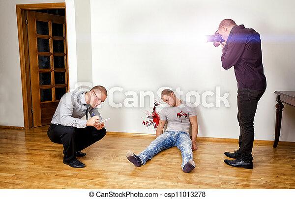 asesinato, forense, escena, dos, analistas, crimen que investiga - csp11013278