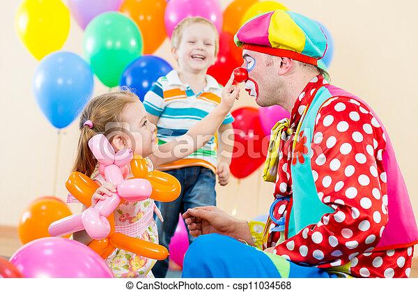 image de heureux enfants clown anniversaire f te csp11034568 recherchez des photographies. Black Bedroom Furniture Sets. Home Design Ideas