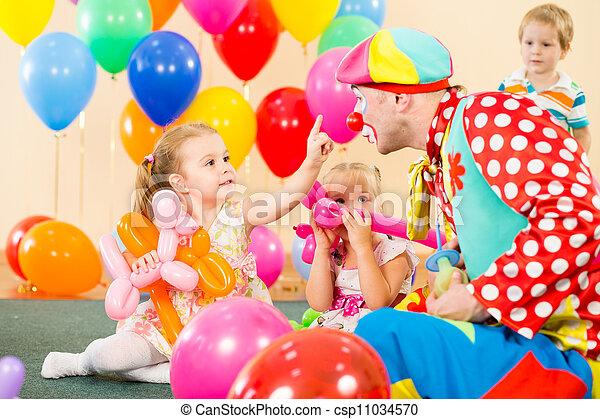 image de heureux enfants clown anniversaire f te csp11034570 recherchez des photographies. Black Bedroom Furniture Sets. Home Design Ideas