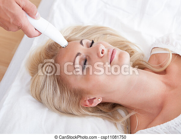 Young Woman During Cosmetic Treatment - csp11081750