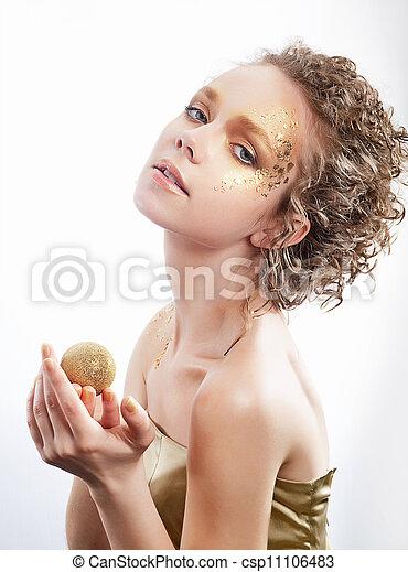 bilder von mode frau schoenheit vergoldet goldenes make up csp11106483 suchen sie. Black Bedroom Furniture Sets. Home Design Ideas