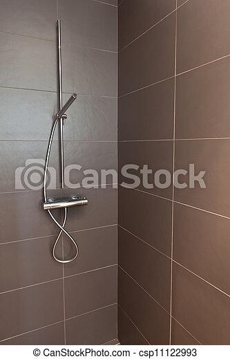 Stock fotografien von gekachelt badezimmer dusche mit - Fliesenmuster dusche ...