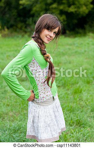 Stock fotografie van tiener meisje natuur csp11143801 zoek naar stock foto 39 s plaatjes - Tiener meisje foto ...