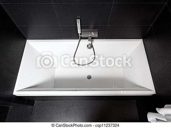 Photo de blanc carr e baignoire moderne noir blanc for Grande baignoire carree