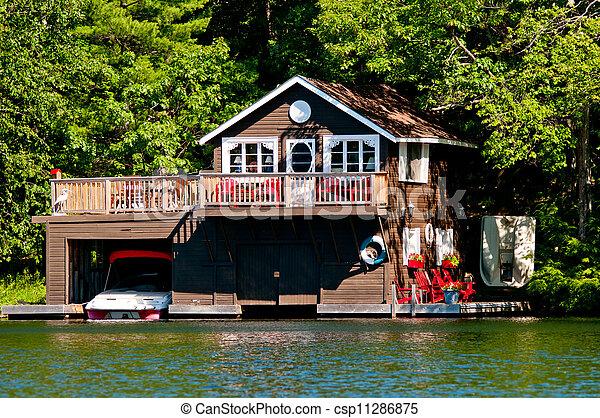 image de bois petite maison hangar bateaux bois petite maison csp11286875 recherchez. Black Bedroom Furniture Sets. Home Design Ideas