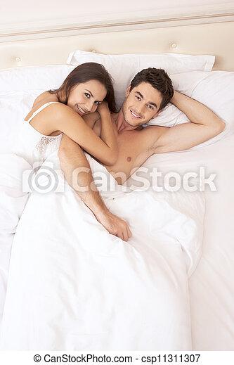 夫婦, 年輕 成人, 寢室 - csp11311307