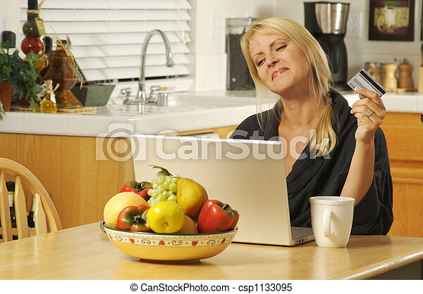 Using Laptop E-commerce - csp1133095