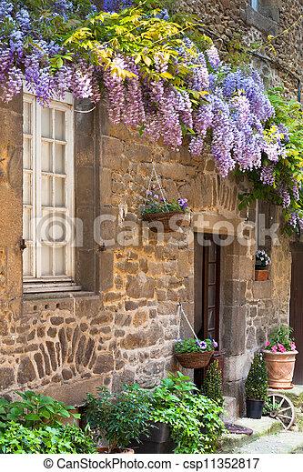 Archivi fotografici di fronte casa francese veranda for Piani di casa francese in tudor