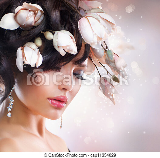 Fashion Brunette Girl with Magnolia. Hairstyle - csp11354029
