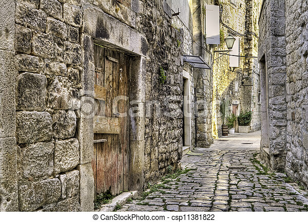 photo de moyen ge ruelle croatie ancien pav rue dans csp11381822 recherchez des. Black Bedroom Furniture Sets. Home Design Ideas