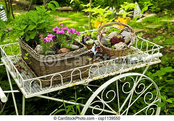 photographies de fleur charrette jardin fleur charrette deux paniers csp1139550. Black Bedroom Furniture Sets. Home Design Ideas