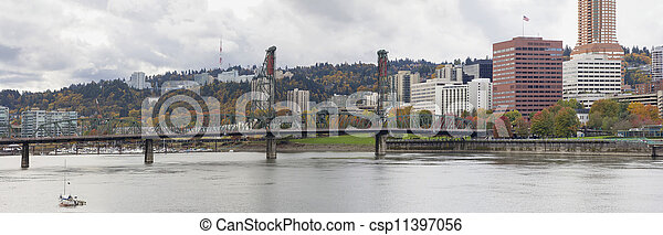 Historic Hawthorne Bridge Portland Oregon - csp11397056