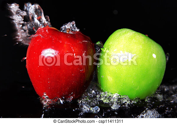 fresh red and green apples in water splash