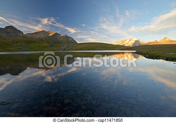 Golden mountain mirror - csp11471850