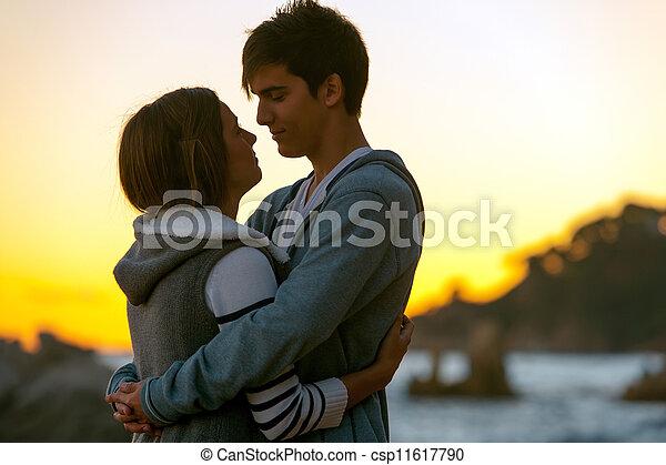 coppia, silhouette, romantico, sunset. - csp11617790
