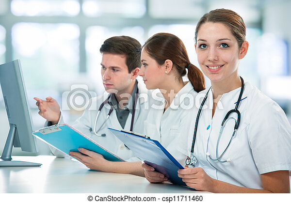 estudantes, médico - csp11711460