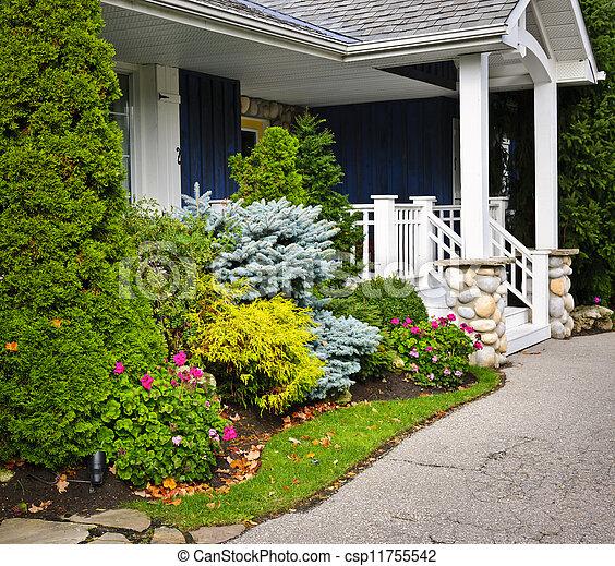 Photo de maison entr e jardin devant entr e de for Entree maison jardin