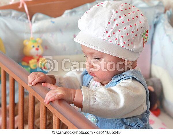 Stock foto van schattige baby meisje staand bed mooi pet slaapkamer csp11885245 for Foto slaapkamer baby meisje