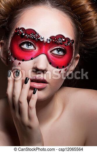 stock foto gemalt gesicht sch ne m dchen in rotes kirmes maske maskerade stock. Black Bedroom Furniture Sets. Home Design Ideas