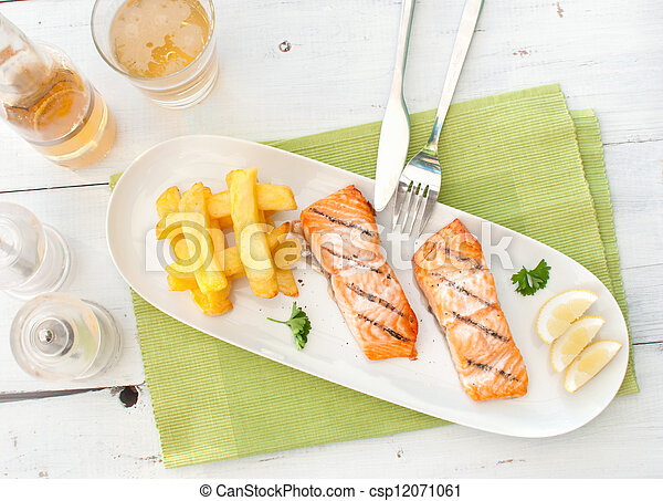 Grilled salmon and chips - csp12071061