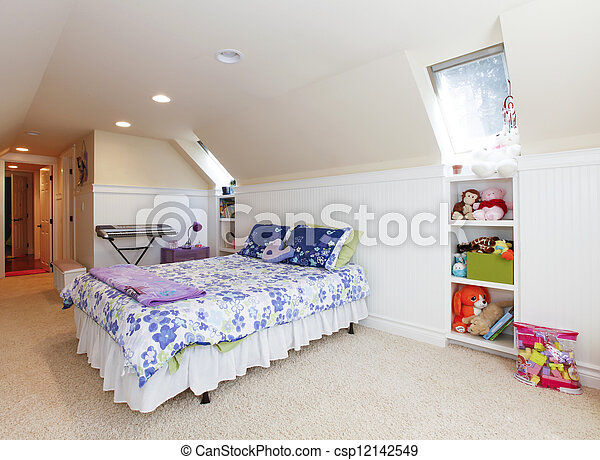 photo girl chambre coucher grenier plafond beige moquette jouets image images. Black Bedroom Furniture Sets. Home Design Ideas