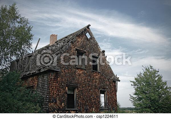 photographies de sombre hant maison fa ade sombre hant maison csp1224611 recherchez. Black Bedroom Furniture Sets. Home Design Ideas