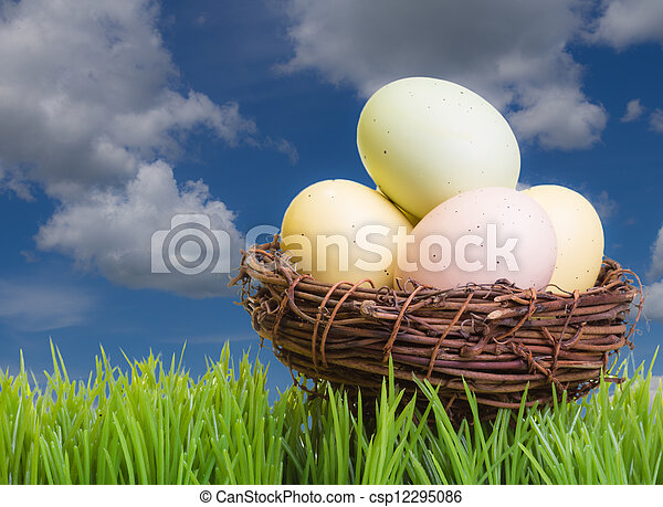 Bird nest with Easter eggs - csp12295086