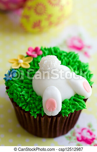 Cupcake decorated with a fondant Easter Bunny
